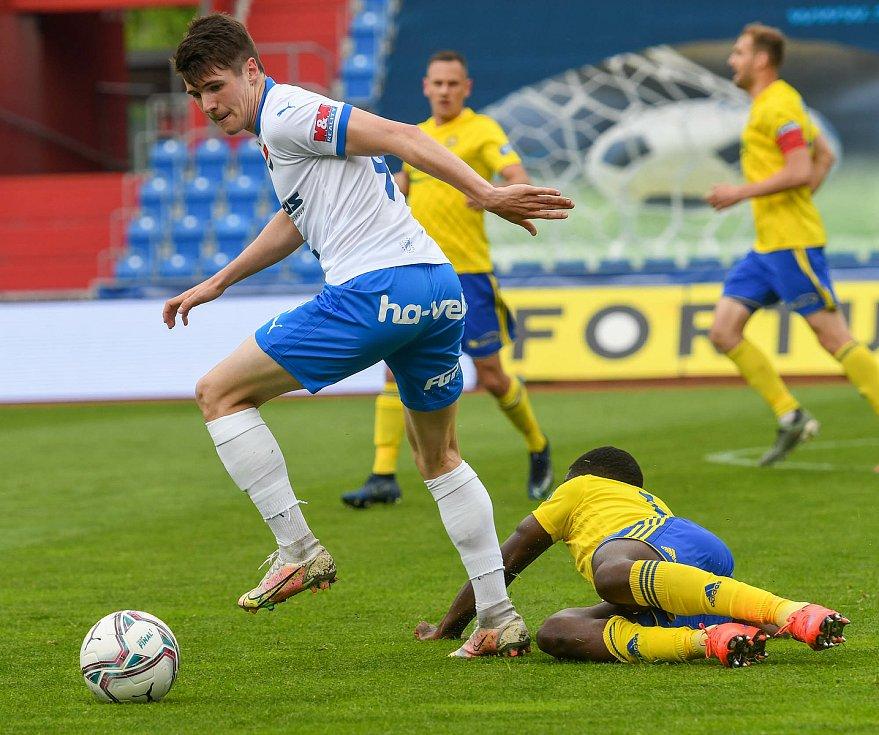 Fotbalisté Baníku Ostrava bojovali 15. května 2021 v utkání 32. ligového kola se Zlínem. Domácí David Buchta.
