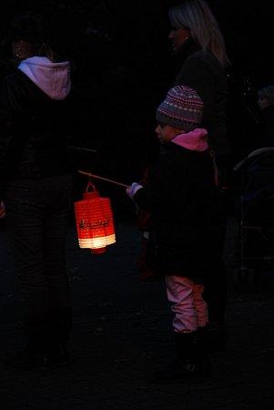 Lampionový průvod vzoo. Ilustrační foto.
