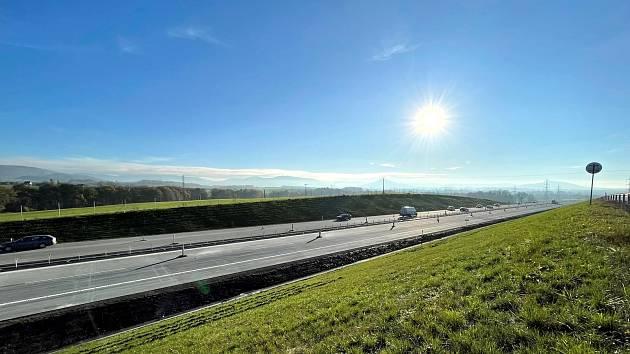 Dálnice mezi Novým Jičínem a Frýdkem-Místkem už je v provozu.