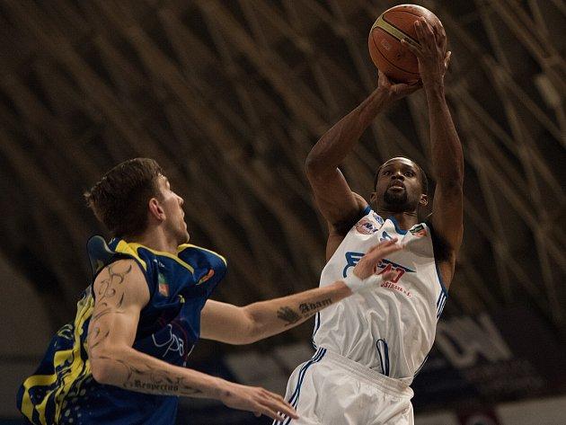 Derby pro Novou Huť. Basketbalisté Ostravy v sobotu vpodvečer zdolali v zaplněné hale Tatran Opavu 68:61 a ve čtvrtfinále play-off se střetnou s Děčínem.