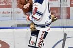 Utkání 51. kola hokejové extraligy: HC Vítkovice Ridera - HC Energie Karlovy Vary, 3. března 2020 v Ostravě. Hráči (Lukáš Kovář z Vítkovic) Vítkovic se loučí s fanoušky.