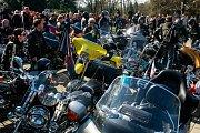 Pohřeb Věry Špinarové - ústřední hřbitov ve Slezské Ostravě.Přijeli fanoušci Věry Špinarové na motocyklech převážně Harley