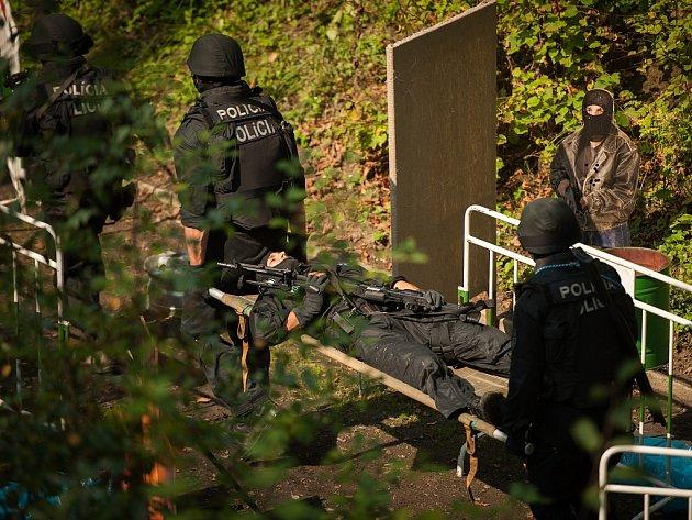 Policejní zásahové týmy změřily své síly na ostravské střelnici.
