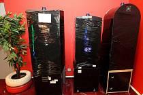 V HERNĚ BAR BANÍK už zabalili zakázané hrací automaty a brzy je odvezou.