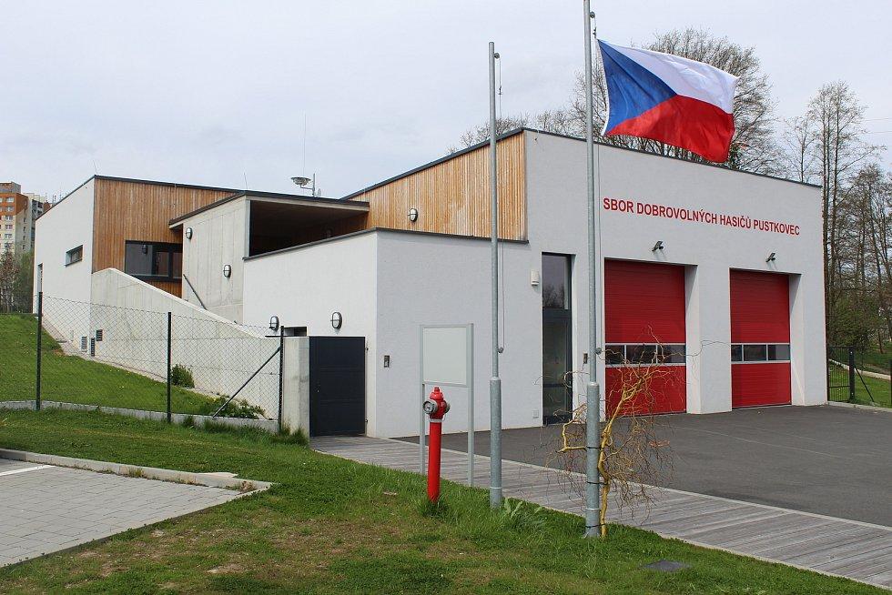Nová hasičská zbrojnice v Pustkovci.