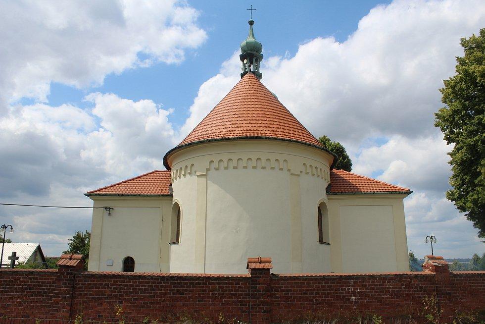 Kostel v sousedních Olbramicích, který využívají a na údržbě se podílí obě obce.