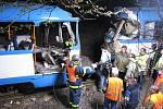 Snímek z tragické srážky tramvají ve Vřesině, 11. dubna 2008.