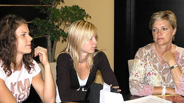Nikol Ogrodníková (vlevo), Jana Slaninová a Táňa Netoličková