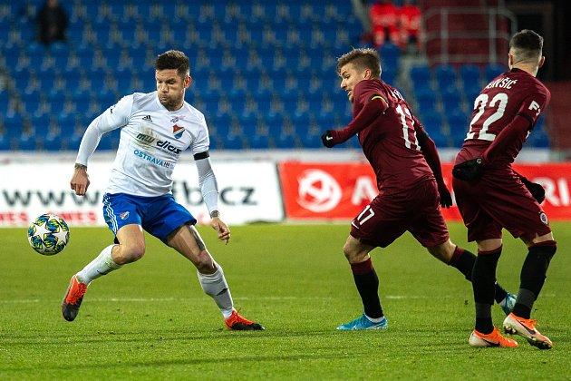 Utkání 20.kola první fotbalové ligy: Baník Ostrava - Sparta Praha, 14.prosince 2019vOstravě. Na snímku zleva Martin Fillo, Martin Frýdek, Srdan Plavšič.