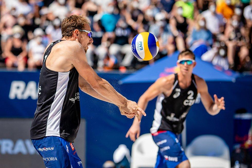 J&T Banka Ostrava Beach Open - semifinále muži, 6. června 2021 v Ostravě. Ondřej Perušič (CZE) a David Schweiner (CZE).