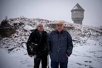 Mirkové z Vorbahnhofu, rodáci a dlouholetí obyvatelé, sledovali demolici činžáků.