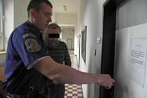 V případě uznání viny hrozí muži pět až deset let vězení.