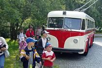 Historický trolejbus Tatra T400 po dvou letech oprav vyrazil dnes na svou obnovenou premiéru na trase mezi ostravským Hlavním nádražím a michálkovickou zoologickou zahradou.