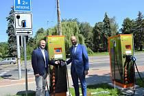 V Ostravě přibylo pět nových rychlodobíjecích stanic na elektromobily.