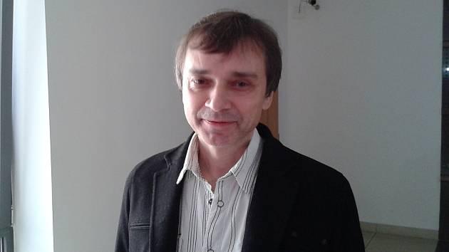 Hudebník a spisovatel Richard Pachman čelil několikaletému stalkingovému peklu.