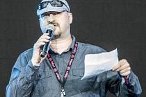 Moderátor Colours of Ostrava Rostislav Petřík.