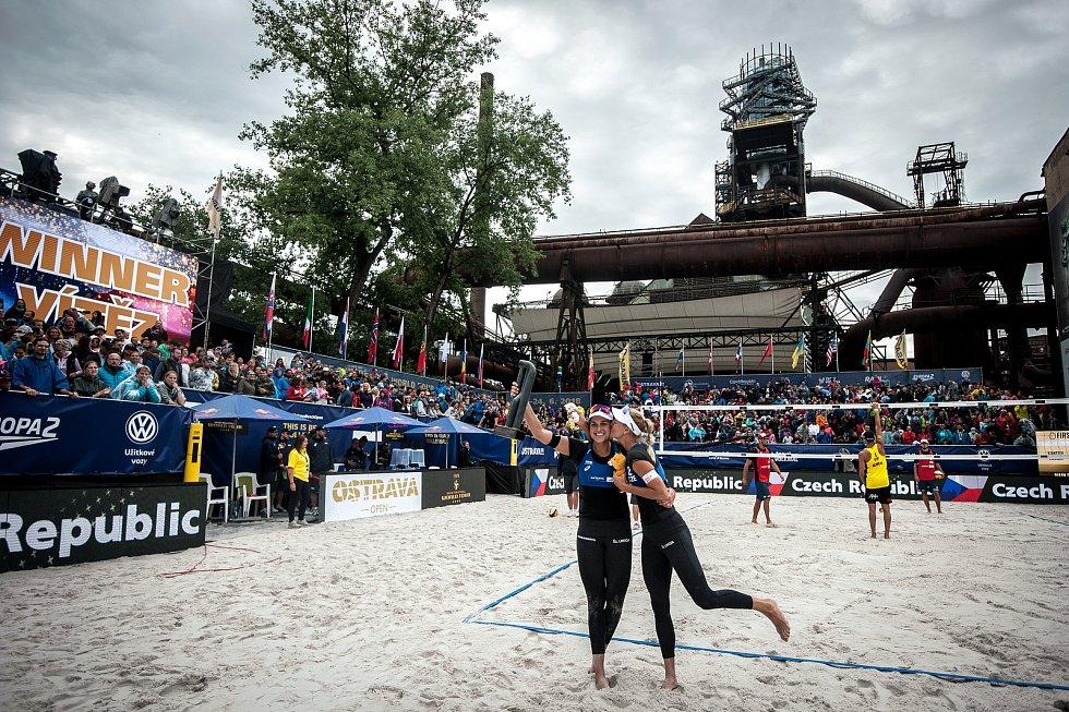 Turnaj Světového okruhu v plážovém volejbalu - semifinále, 24. června 2018 v Ostravě. Na snímku Markéta Sluková a Barbora Hermannová.