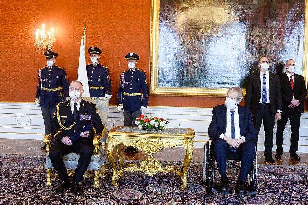Vladimír Vlček, ředitel Hasičského záchranného sboru Moravskoslezského kraje, byl vsobotu 8. května 2021 vPraze povýšen do hodnosti generálmajora.