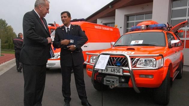 Majiteli čtrnácti speciálních vozidel se v úterý 2 .října stali hasiči Moravskoslezského kraje. Předtím byla vlastnictvím kraje.