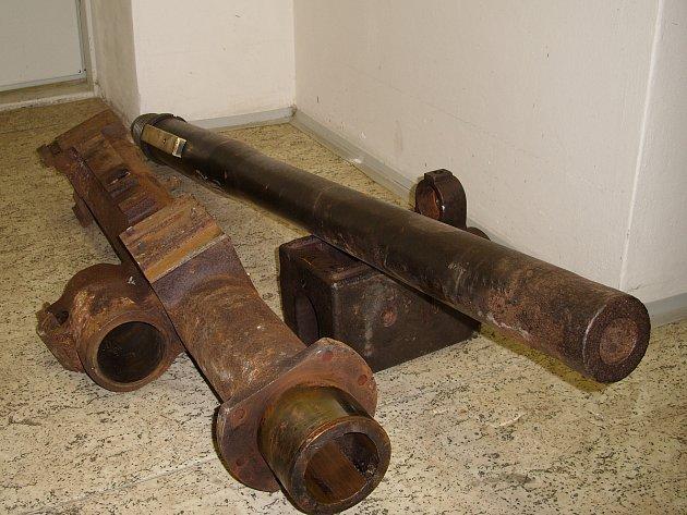 Policisté zkoumali itankovou věž sfunkčním kanónem, kterou má ve své sbírce vojenský fanda zKarvinska.