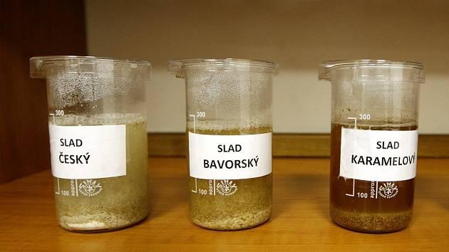 Kontrolní laboratoř, která nepřetržitě dohlíží na všechny fáze výroby piva v pivovaru Ostravar.