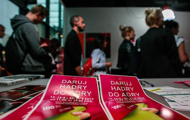 Akce Daruj hadry do Adry v OC Nová Karolina