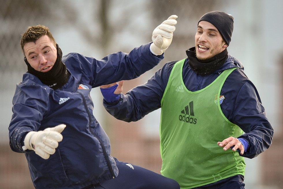 Zimní příprava FC Baníku Ostrava, 3. ledna 2019 v Ostravě. Na snímku Nemanja Kuzmanovič a Jan Laštůvka.