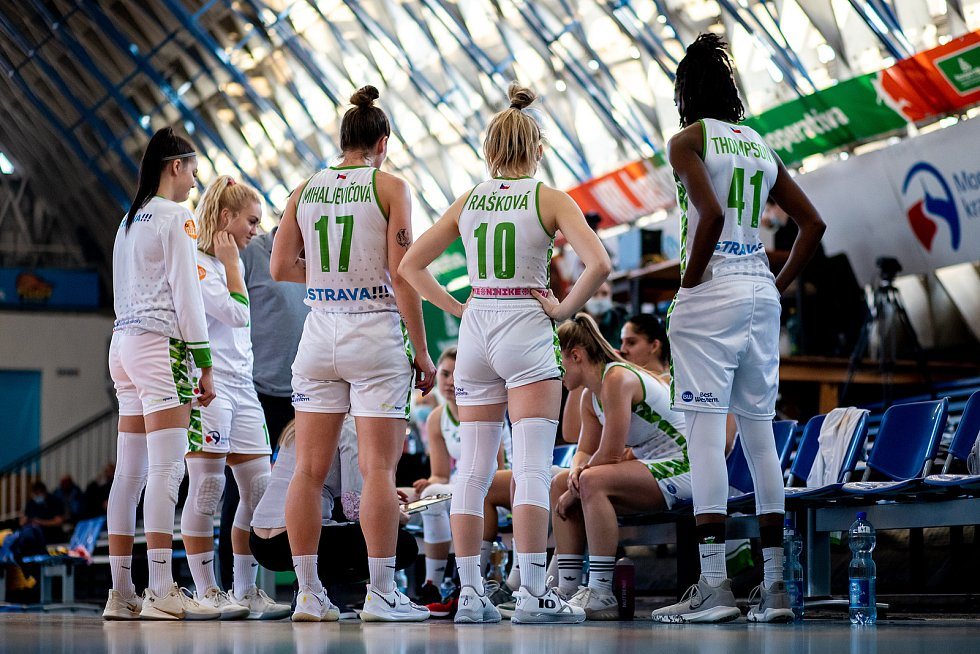 Utkání 12. kola Ženské basketbalové ligy: SBŠ Ostrava - Sokol Hradec Králové, 3. ledna 2021 v Ostravě.