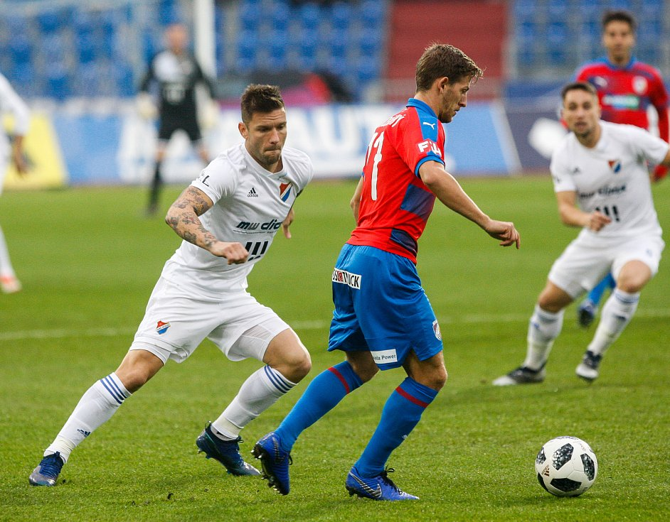 FC Baník Ostrava - FC Viktoria Plzeň, vlevo Martin Filo