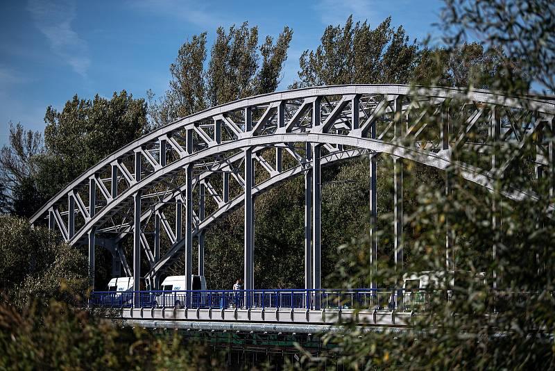 Uzavřený most přes řeku Odru v Ostravě-Přívoze, 4. října 202.