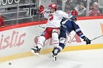 Utkání 20. kola hokejové extraligy: HC Oceláři Třinec - HC Vítkovice Ridera, 21. listopadu 2019 v Třinci. Na snímku (zleva) Tomáš Kundrátek a Petr Šidlík.