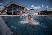 Venkovní část krytého bazénu Sareza-Poruba. Ilustrační foto..