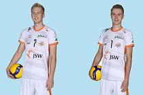 NOVÝMI TVÁŘEMI ve VK Ostrava budou blokař Mariusz Polynski (vlevo) a smečař Filip Jarosinski (vpravo) z Polska.