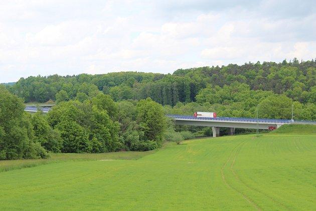 Obyvatele Vřesiny obtěžuje hluk zmostní estakády na prodloužené Rudné. Ředitelství silnic a dálnic bude rok a půl po zprovoznění rychlostní silnice provádět první úpravy.