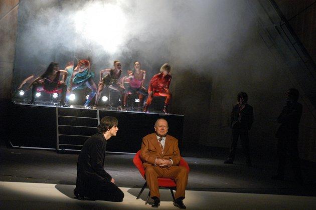 Sladký život – role Marcellova otce (vpopředí sedící Stanislav Malý, spolu sním Marcell – klečící Jan Hájek).