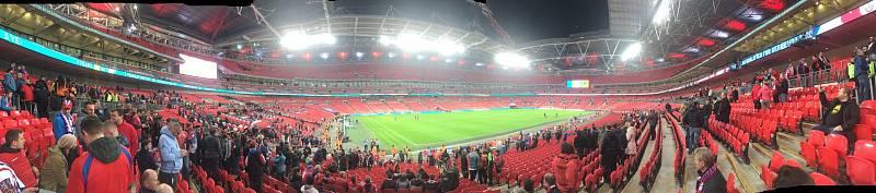 Čeští fotbalisté sice ve Wembley nezazářili, čeští fanoušci však ano. Památku na zápas si udělal i čtenář Deníku z Moravskoslezského kraje Lukáš Martinák.