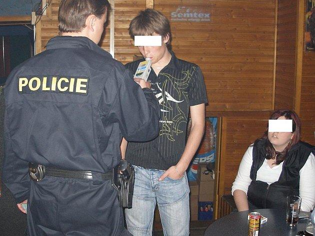 Kontrola mládeže na alkohol.