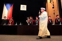 Sto dva studentů především z Moravskoslezského kraje a ze Slovenska přísahalo při slavnostní imatrikulaci oboru všeobecné lékařství Ostravské univerzity.