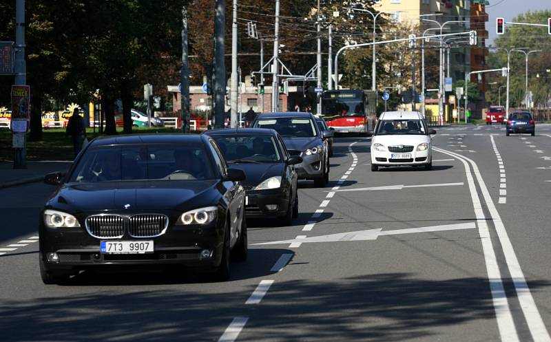 Pravidlo ZIP platí například při průjezdu křižovatkou U Dlouhých v Ostravě-Přívoze ve směru z Přívozu po Sokolské třídě do centra.