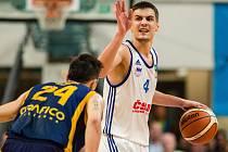 Basketbalista NH Ostrava Luka Igrutinovič.