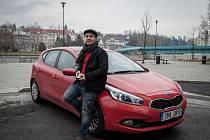 """Výhoda sdíleného auta? Žádné starosti. I v Ostravě, stejně jako v dalších osmi městech v České republice, lidé mohou využívat """"auto na půl""""."""