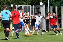 Fotbalisté Hlubiny (v červeném).