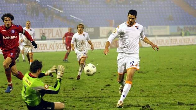 Magera střílí vítězný gól proti Brnu
