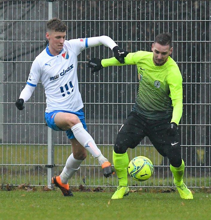 Fotbalisté Baníku Ostrava prohráli přípravné utkání s druholigovým Prostějovem 0:1. (6. ledna 2021, Ostrava). Na snímku vlevo Jakub Drozd.