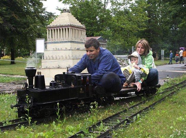 Návštěvníci o víkendu vyzkoušeli také novou železniční trať v Miniuni a model parní lokomotivy 310.017 v měřítku jedna ku osmi