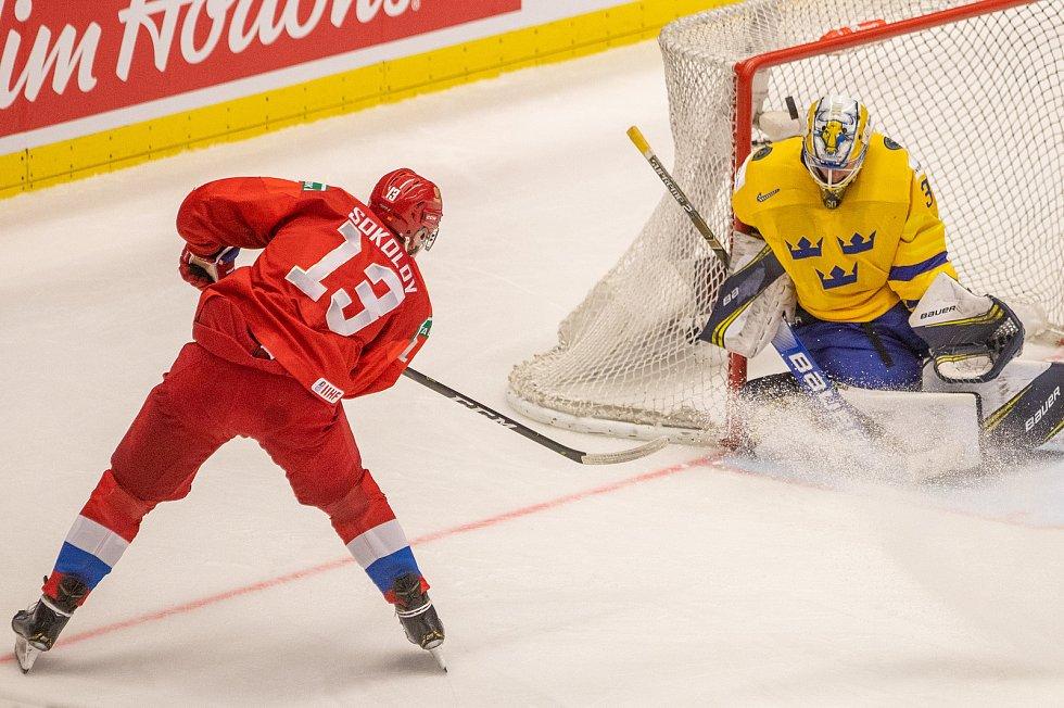 Mistrovství světa hokejistů do 20 let, semifinále: Švédsko - Rusko, 4. ledna 2020 v Ostravě. Na snímku (zleva) Yegor Sokolov (RUS), brankář Švédska Hugo Alnefelt (SWE).