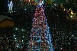 Vánoční Masarykovo náměstí v centru Ostravy z vídeňského kola.