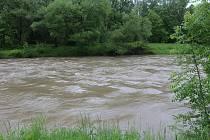 Rozvodněná řeka Ostravice, 23. května 2019.