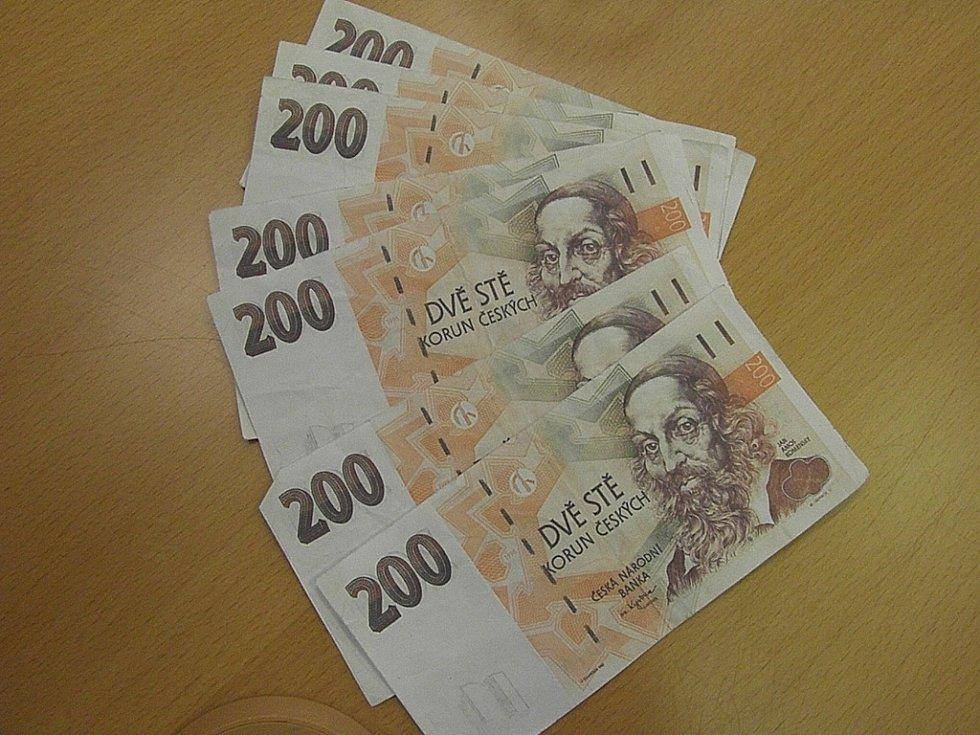Dva muži z Opavska dali do oběhu nejméně dvaatřicet falešných dvousetkorun. Za falešné bankovky nakupovali pervitin u drogových dealerů.