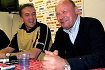 Tomáš Petera i Miroslav Koubek mají důvod k úsměvu. Baník skončil v lize třetí a po dvou letech si opět zahraje Evropskou ligu.